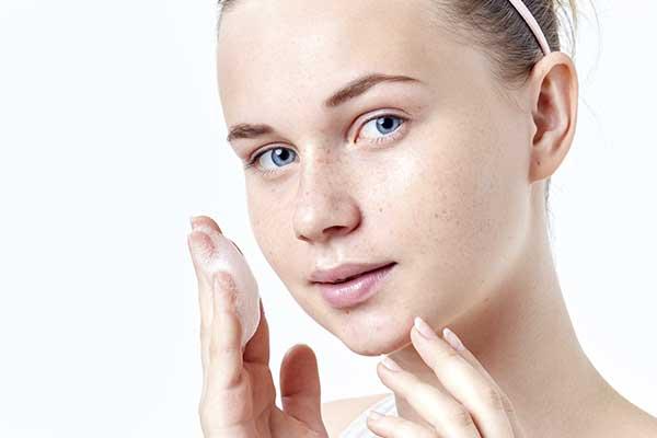 Akne und Aknenarben Therapie